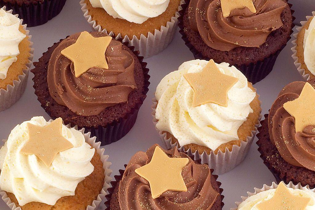 Chocolate & Vanilla Christmas Cupcakes Delivered | Rachael