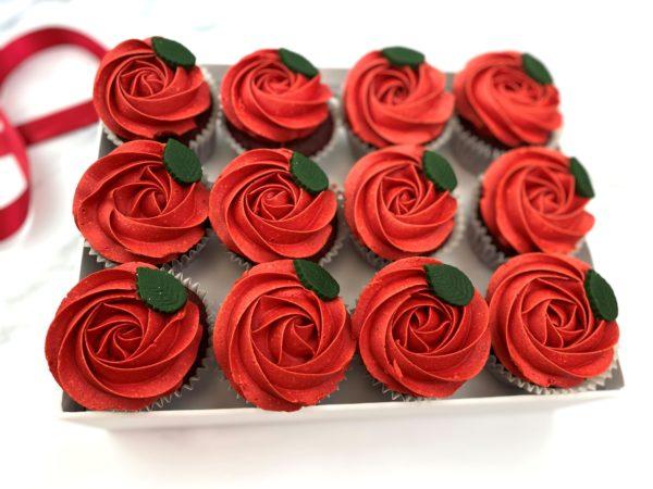 red-rose-cupcakes