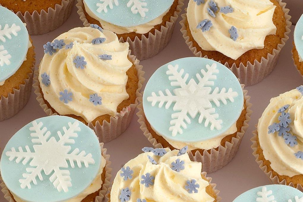 Lemon and Vanilla Christmas Cupcakes